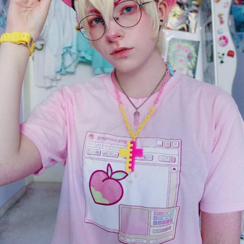 'Giogenius.png' t-shirt - merch, blogger, aesthetic, cute, peachy